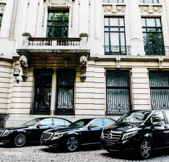 Transport d'affaires Dockx dans des minibus tendance et des berlines de luxe